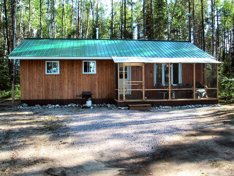 Deluxe three bedroom pine cottage, open concept, fully furnished.  New Screened in Front Porch!